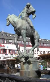 Statyn Folke Filbyter på Stora torget i Linköping