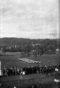 Gymnastikövningar i Huskvarna. 1920-tal. Svartvitt foto.